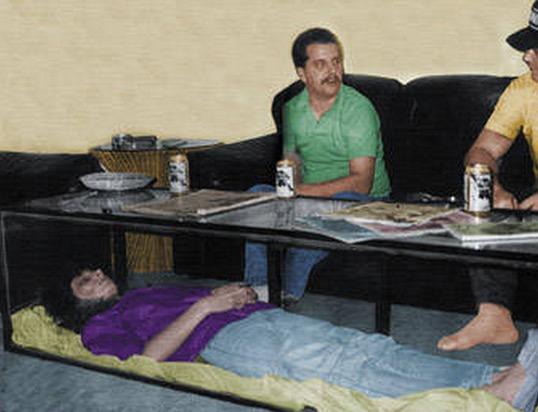 Suami Simpan Mayat Isteri Dalam Meja Kaca di Ruang Tamu