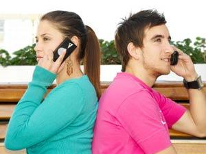Why Long Distance Relationship Fails? - man and woman talking on the phone