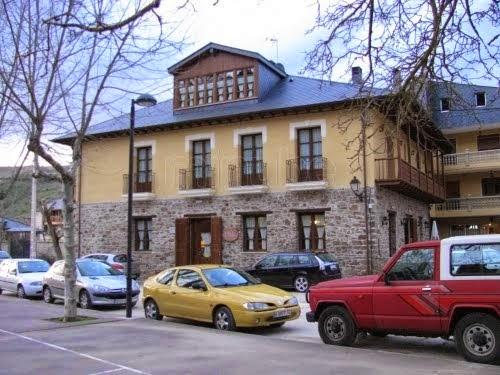 HOTEL Y MESÓN 987452 918