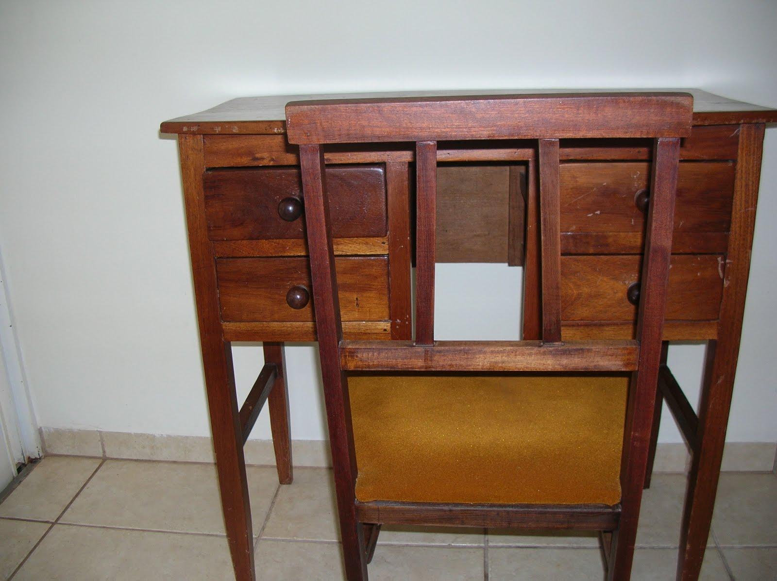 CASA COISAS & TAL: Artes dos leitores: uma escrivaninha e uma cadeira #6F3C22 1600x1197