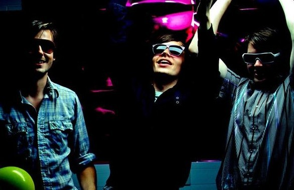 Friendly Fires - Live Those Days Tonight (Single y Video)