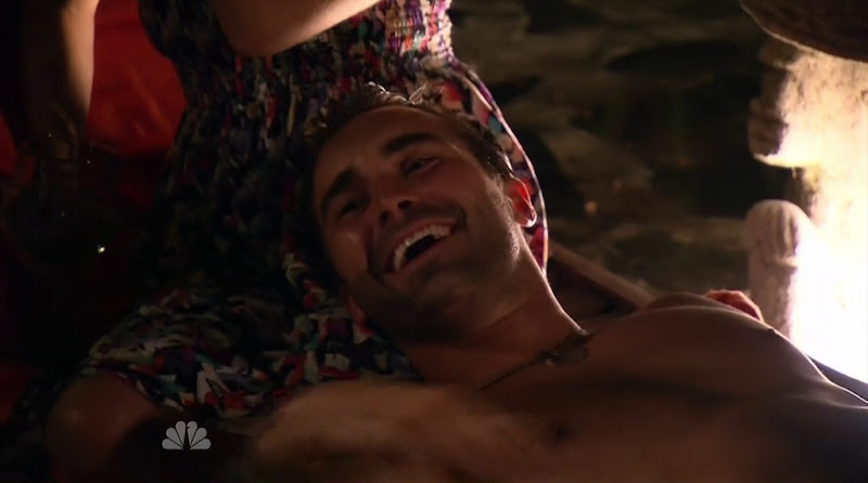 Derek Leach shirtless in Love in the Wild s1e01