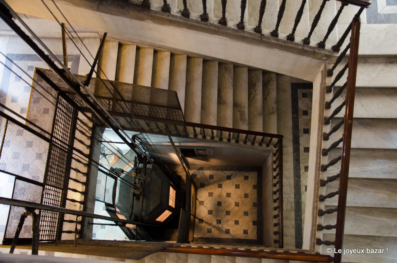 Naples - hôtel des Artistes - escalier