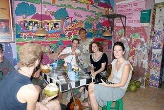 Para Sahabat Mancanegara di Warung Raja Kelapa.