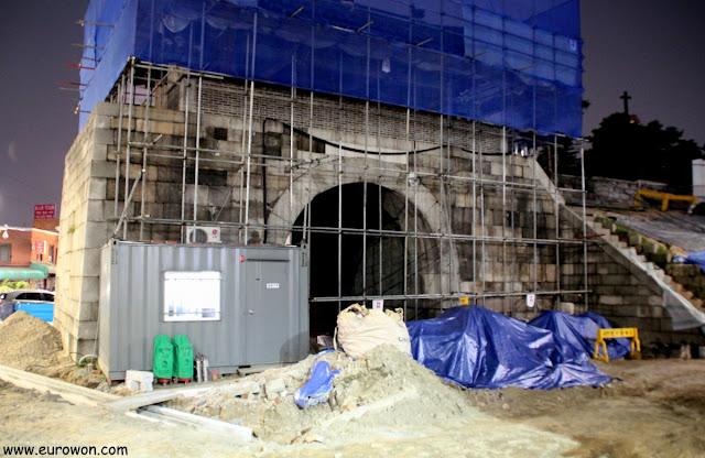 Puerta Gwanghuimun en obras de restauración