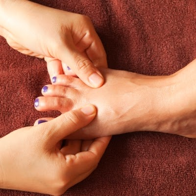 علاج تورم اصابع القدم بسبب الحذاء