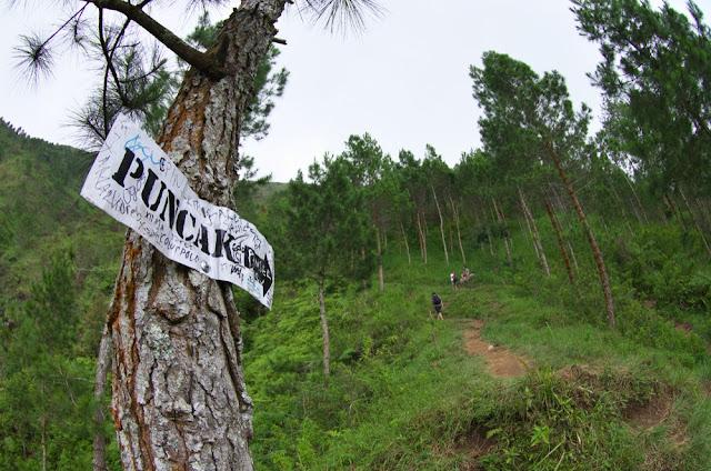 Menuju puncak Gunung Andong