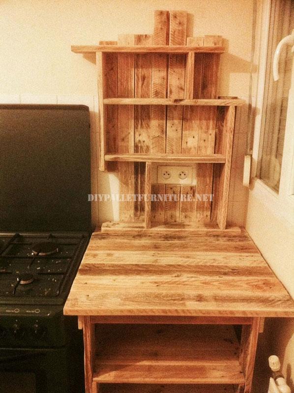 Mueble auxiliar para la cocina de palets for Muebles con tarimas para cocina