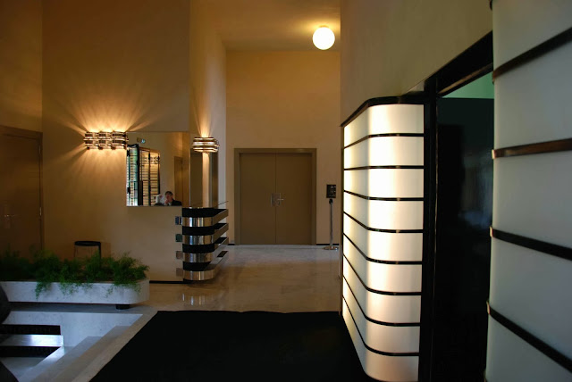 le blog des amis de la villa cavrois le vestibule. Black Bedroom Furniture Sets. Home Design Ideas
