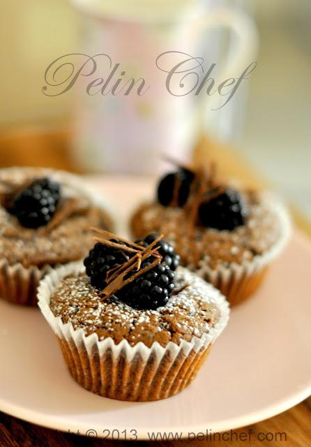 çikolatalı meyveli muffin