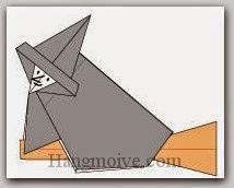 Bước 15: Đặt bà phù thuỷ lên cây chổi hoàn thành ở giai đoạn 1, vẽ mắt, mũi để hoàn thành cách xếp mụ phù thuỷ cưỡi chổi bằng giấy theo phong cách origami.
