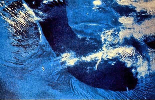 laut asin dan biru
