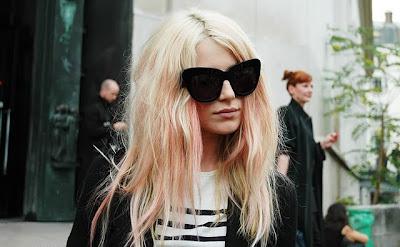 roze blond haar