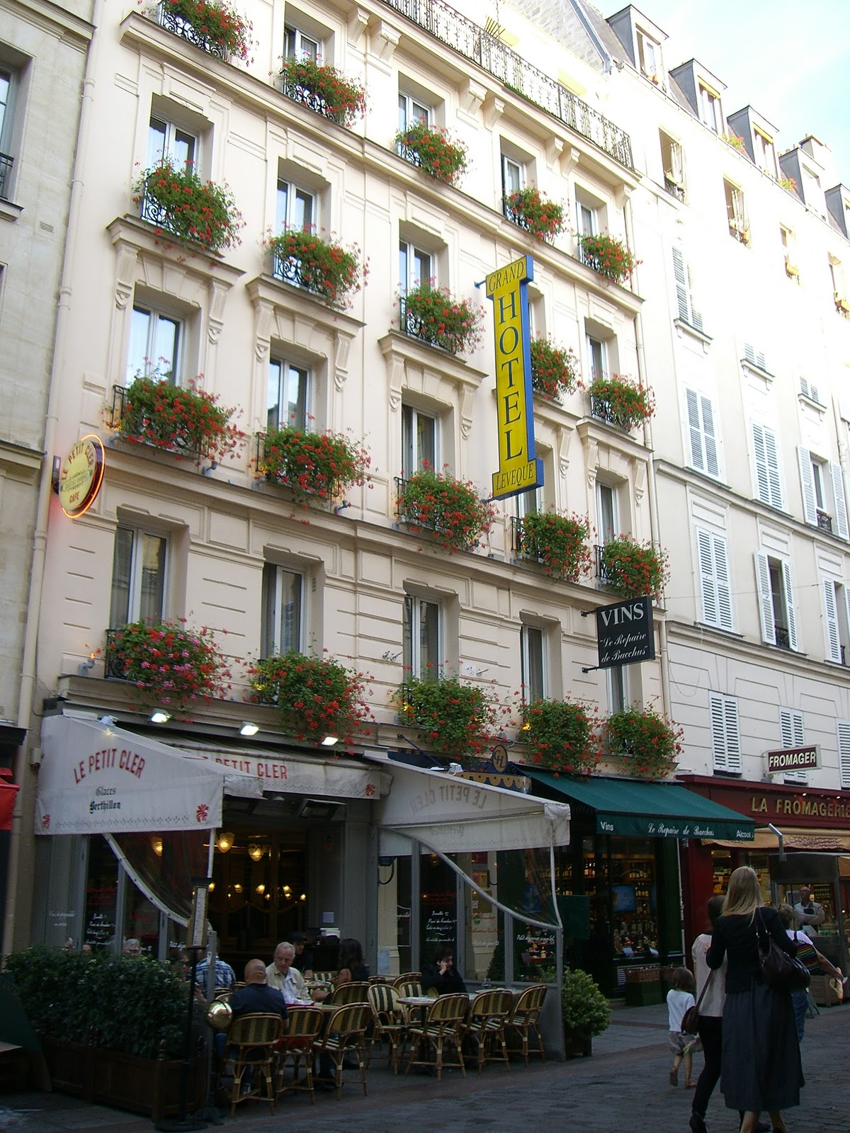 Paris trip the grand hotel leveque for Cler hotel paris