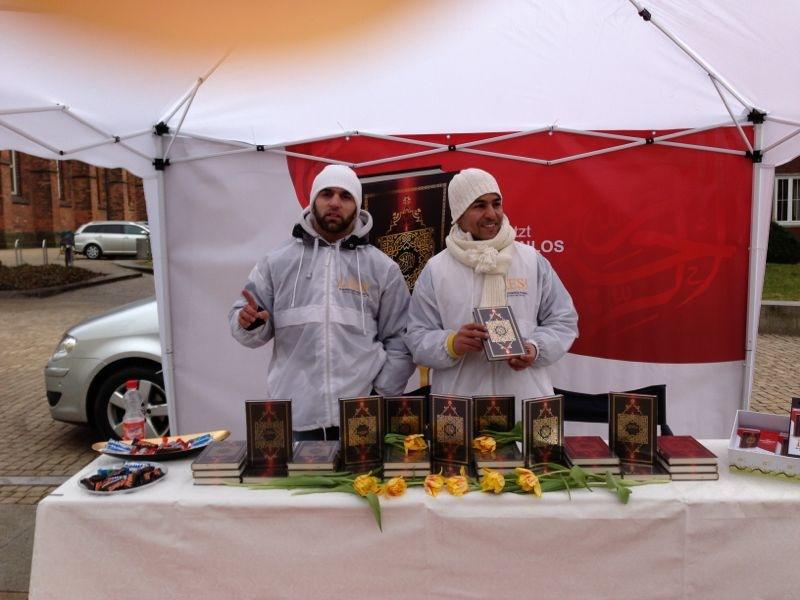 حملة اقرأ في ألمانيا ( LIES ) لتوزيع القرآن المترجم المواطنين الألمان