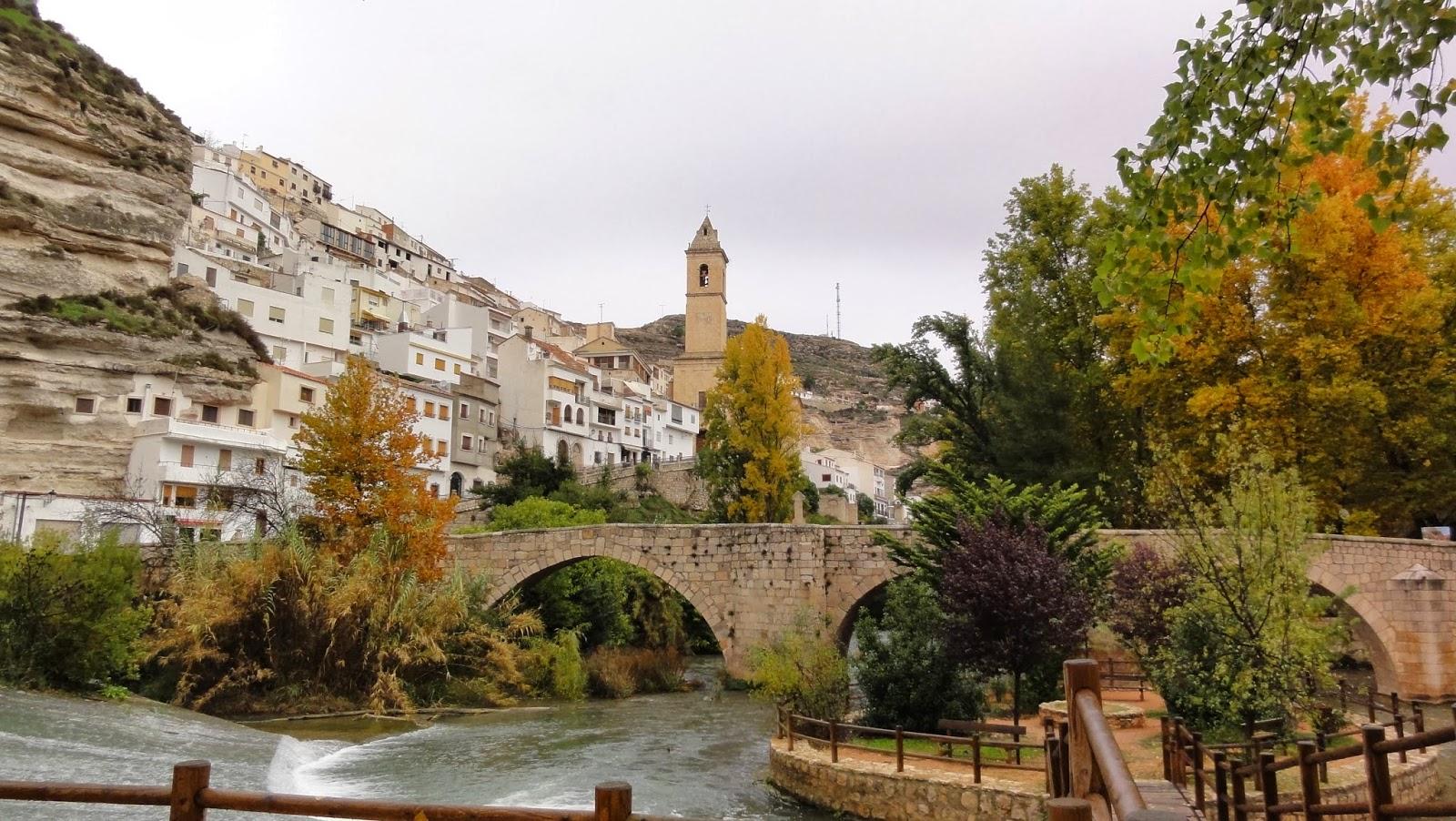 La cueva de los libros espa a patrimonio de lo sagrado alcal del j car albacete - Casa rural el castillo alcala del jucar ...