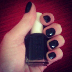 smalto essie nero, essie, smalto nero, essie liquorice, essie black, fashion nails