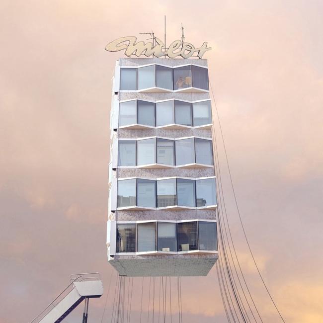 hotel flotando entre nubes