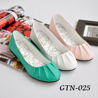 img1157 1331898322 023 Trend Model Sepatu Cewek Yang Lagi Musim Di 2013