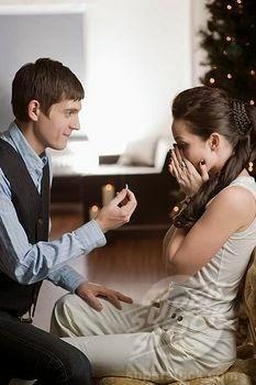 man proposing to woman - كيف تجعلين الرجل يطلبك للزواج سريعا ؟؟!!