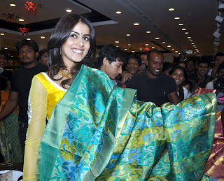 Beautiful Genelia D'souza at Kalyana Kanchi wedding store Launch