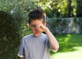 Mengenal Efek Buruk Kebiasaan Mengucek Mata