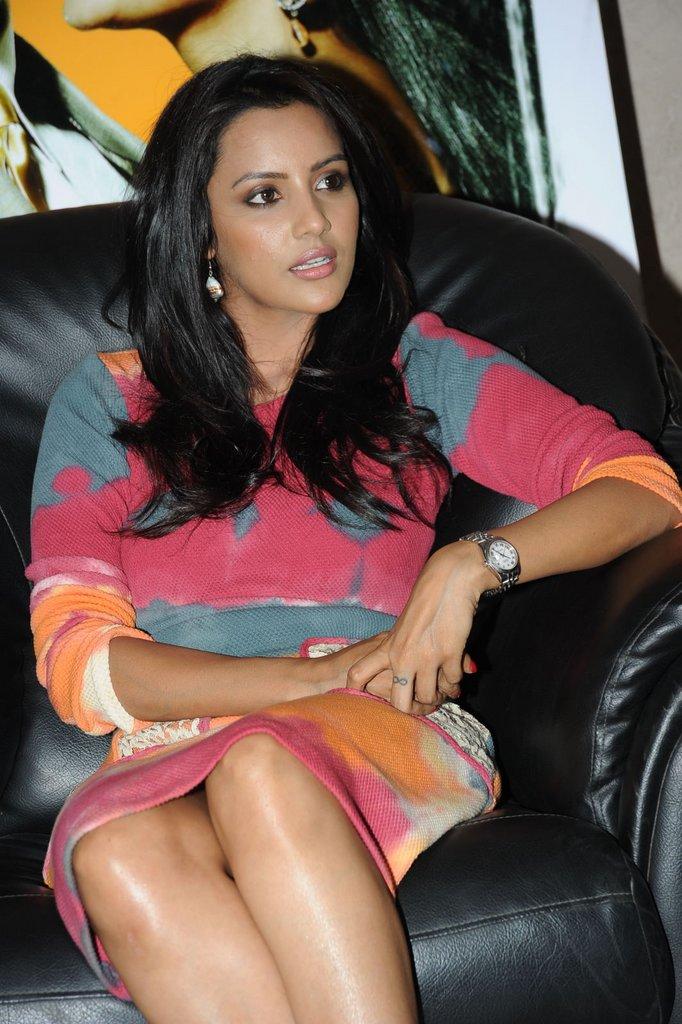 http://2.bp.blogspot.com/-8SFpW-9OWNY/TgNfGmMxf3I/AAAAAAAAbAM/PORisbF0oMk/s1600/Priya+Anand+Wallpaper+6.jpg