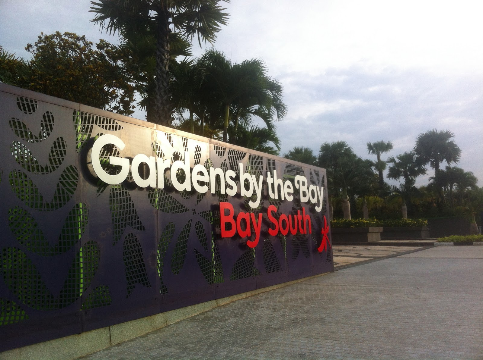the main entrance to garden by the bay at the se side