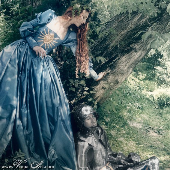 comparing labelle dame sans merci La belle dame sans merci is in the form of a folk ballad and relates the story of a  man (a knight) and a beautiful woman (a faery's child), in what.