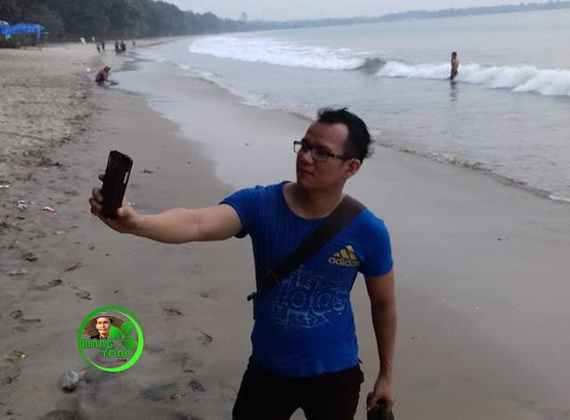 """FOTO : Kang Asep AS Selfie dulu """"Ckreek"""" ... :)"""