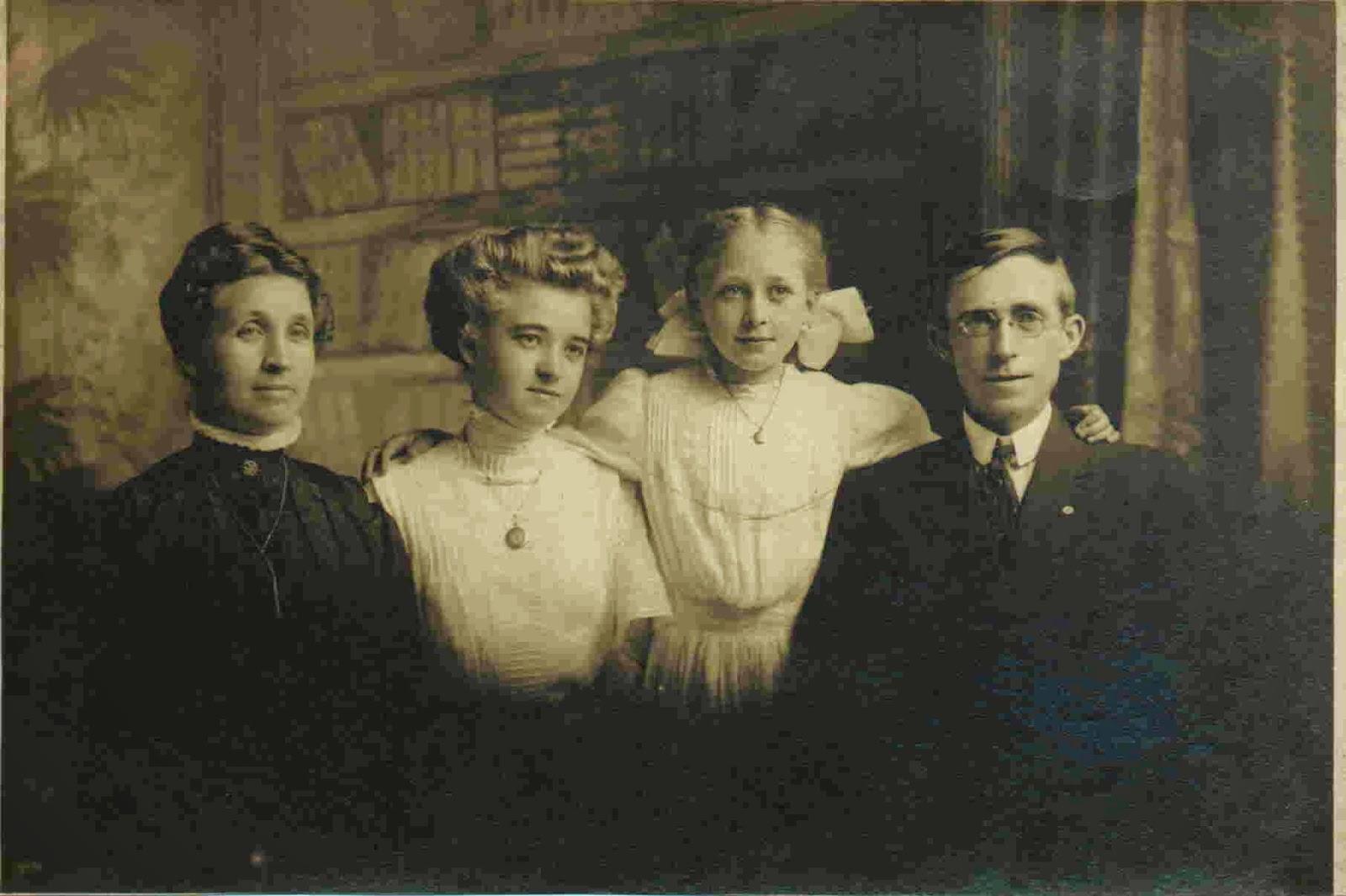 Googlier detroit search date 20180221 emil died jan 1940 detroit michigan and louise died jan 1925 detroit michigan fandeluxe Images