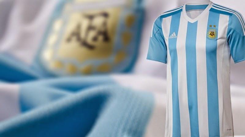 c0368129e8d58 Camisetas de futbol 2018 2019 baratas  Nueva camiseta de Argentina para la Copa  América de Chile 2015