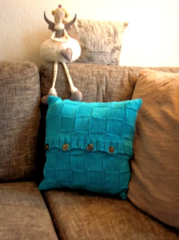 fliegenpilzle gestricktes kissen f r 39 s sofa. Black Bedroom Furniture Sets. Home Design Ideas