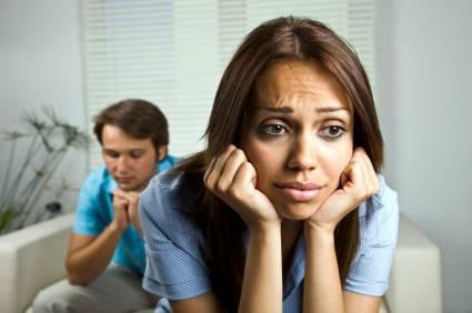 الشك والانتقاد والكذب تدمر الحياة الزوجية - امرأة زوجة تعيسة حزينة - sad woman wife girl