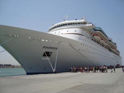 Crucero por el Mediterráneo en el puerto de Túnez