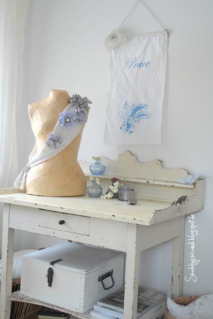 Shabby chic Dekoration Wohnzimmer mit Schneiderpuppe