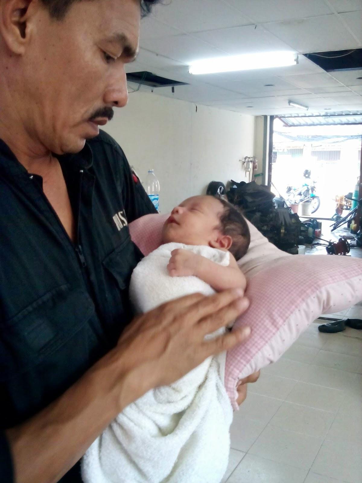 gambar buang bayi