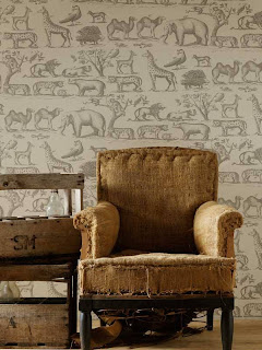 Interior Decorator Wallpaper with old chair