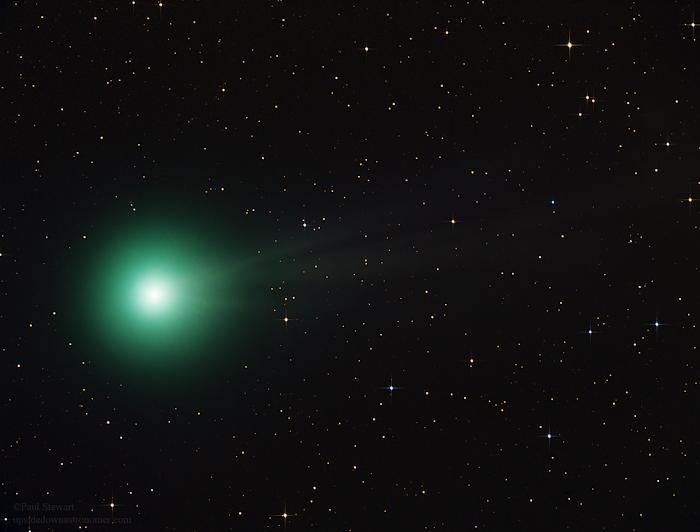 Sao chổi C/2014 Q2 (Lovejoy) trong khu vực chòm sao Columba (Bồ câu) và Lepus (Con thỏ) vào ngày 27 tháng 12 năm 2014 vừa qua. Tác giả : Paul Stewart.