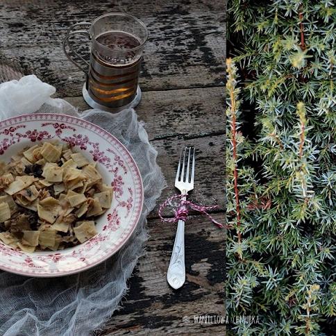 Łazanki z kapustą, grzybami i suszonymi śliwkami