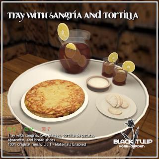 Tray with sangría and tortilla