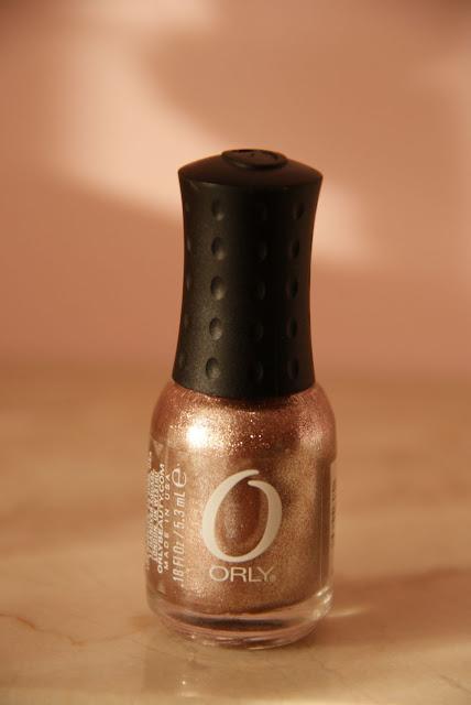 Efekt folii na paznokciach z miniaturką Orly Rage