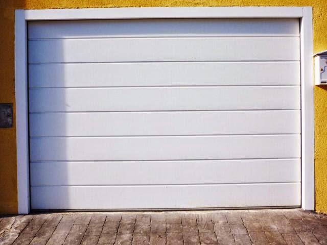 Cerrajería en Vélez Málaga repara puertas de garaje