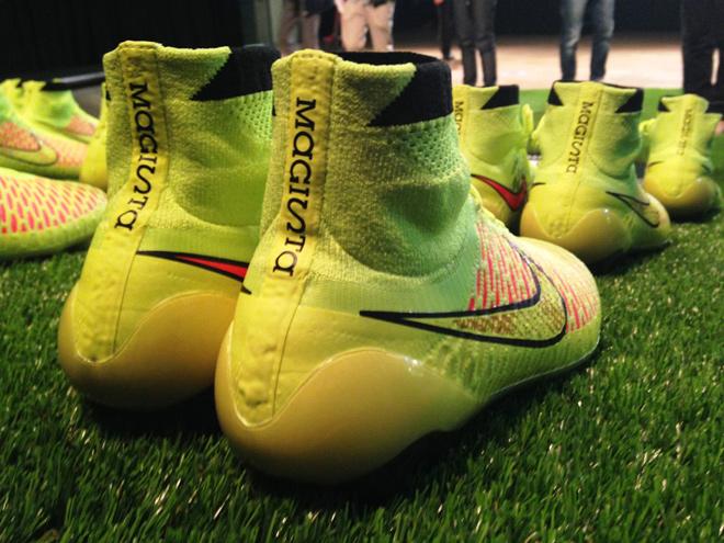 507ef891ac Sepatu Bola Rajutan dari Nike