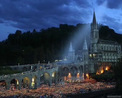 Em Lourdes, Nossa Senhora realiza uma intervenção histórica extraordinária