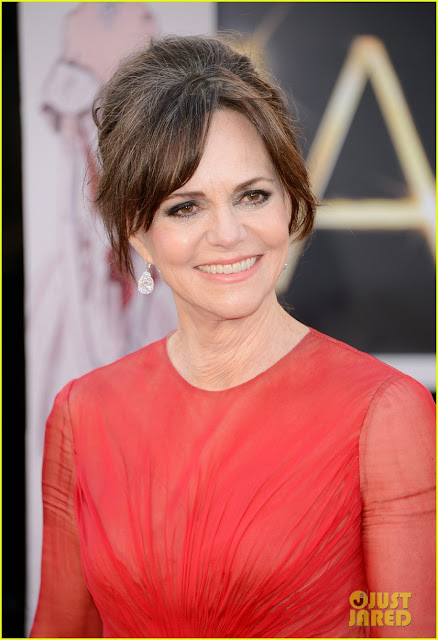 sally field oscars 2013 red carpet 03 Mega Photo Collection From The Oscars 2013