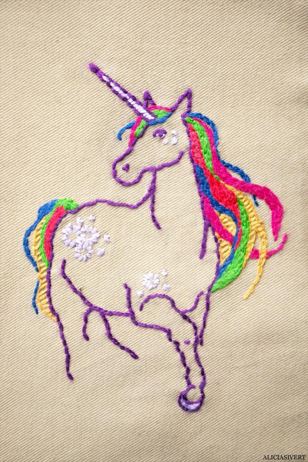 aliciasivert, alicia sivert, alicia sivertsson, saksamlarpåse, påse, broderi, embroidery, needlework, enhörning, unicorn, rainbow, regnbåge