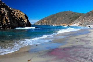 http://info-infounik.blogspot.com - Inilah 5 Pantai Cantik dengan Warna Paling Aneh