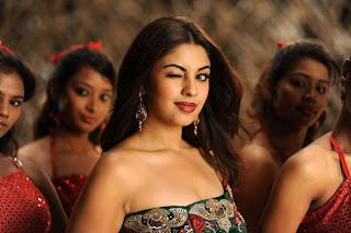 Richa Gangopadhyay in spicy sleeveless top Stunning Beauty HQ Pics