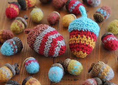 free crochet acorn pattern